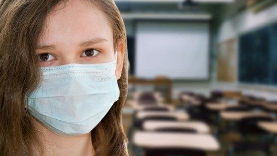 """Jak podejść do matury w czasie pandemii? Dr Elżbieta Zubrzycka: """"Maturzysta powinien odłączyć się od tego, czym jesteśmy bombardowani"""""""